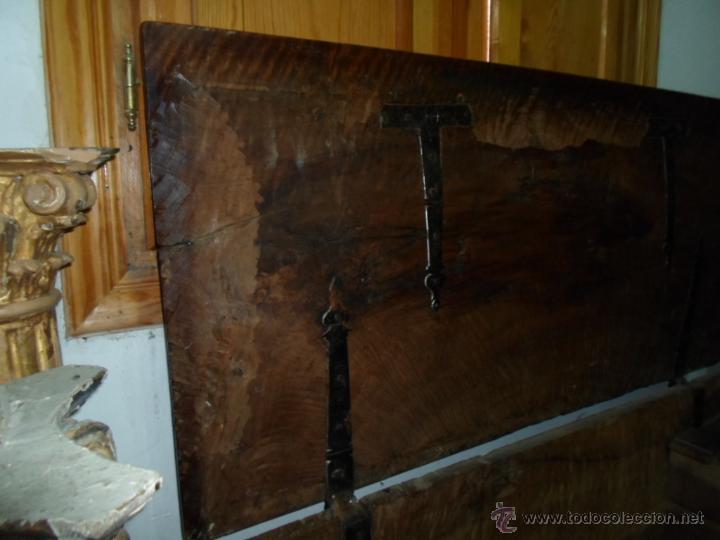 Antigüedades: Arca de nogal de dos cerraduras SXVII. - Foto 20 - 40527949