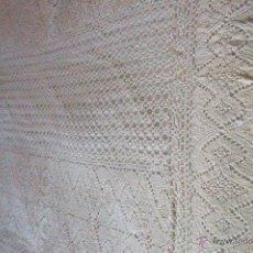 Antigüedades: COLCHA GANCHILLO PERLÉ BEIG. Lote 40528783