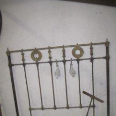 Antigüedades: ANTIGUO CABECERO DE CAMA EN HIERRO Y HERRAJES DE LATON - APROX 1900/1930 120CM LEER MAS. Lote 40547730
