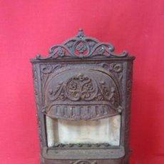 Antigüedades: PRECIOSA ESTUFA DE GAS DEL S. XIX EN HIERRO FUNDIDO PROFUSAMENTE DECORADA.. Lote 40557624