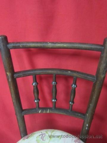 Antigüedades: Juego de cuatro sillas estilo thonet en madera, con galleta tapizada. - Foto 2 - 40224406