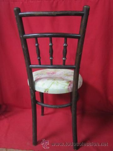 Antigüedades: Juego de cuatro sillas estilo thonet en madera, con galleta tapizada. - Foto 4 - 40224406