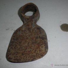 Antigüedades: ANTIGUA AZADA AGRICULTOR - PEQUEÑA - SIN MANGO - MEDIDAS 12 X 7 CM. Lote 40575518