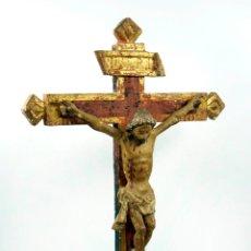 Antigüedades: MAGNÍFICO CRISTO CON CRUZ DE MADERA DEL S.XVIII, CON RESTOS DE POLICROMÍA, 51 CM ALTURA TOTAL.. Lote 40579460