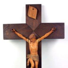 Antigüedades: CRISTO DE MADERA EN CRUZ. TAMAÑO CRISTO: 25 CM. LARGO, CRUZ: 47X27 CM. . Lote 40594794