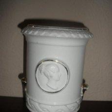 Antigüedades: ANTIGUO JARRON CERAMICA - PORCELANA DE MANISES FIRMADA. Lote 40596287