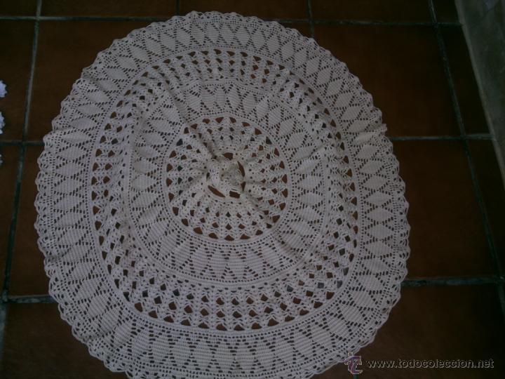 Antigüedades: LOTE DE cuatro piezas de GANCHILLO tapetes realizados a mano para mesa camilla - Foto 2 - 40602438