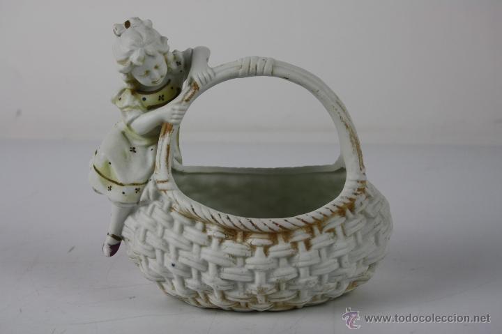 CESTITA CON NIÑA EN BISCUIT DEL SIGLO XIX - NUMERADA 809 (Antigüedades - Porcelanas y Cerámicas - Otras)