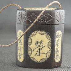 Antigüedades: VINTAGE CAJA JAPONESA NETSUKE INRO DE TABACO DE MADERA Y HUESO, TALLADA A MANO. Lote 40618478