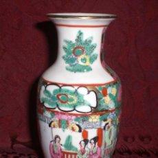 Antigüedades: JARRÓN ANTIGUO DE PORCELANA CHINA DE CANTÓN. CON SELLO. PINTADA A MANO.. Lote 40637028