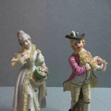 Antiques - pareja de figuras de 20 cm de alto porcelanas con mucho detalles - 40646970