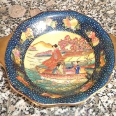 Antigüedades: ANTIGUA FUENTE CHINA ESCENA BARCAS ENTRE FLORES AZUL DORADO CON SELLO CON RELIEVE MEDIDAS: 19 CM.. Lote 72717413