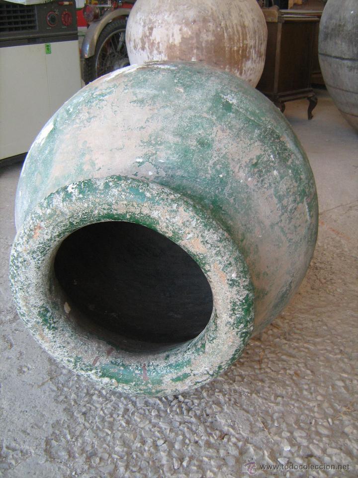 Antigüedades: Antigua y gran tinaja de barro antigua pintada de verde, poco culo - medida 75 x 39 cm. - Foto 2 - 40663925