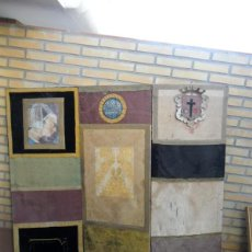 Antigüedades: BIOMBO HECHO CON TRAJES RELIGIOSO. Lote 40690095