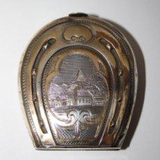 Antigüedades: MONEDERO DE PLATA DORADA - LABRADO POR AMBAS CARAS - INTERIOR SEDA - 5,5 * 5 CM - S. XIX. Lote 40694577