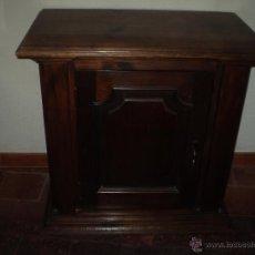 Antigüedades: TAQUILLON DE ESTILO NEOCLASICO DE PINO MACIZO. Lote 40710305