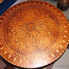 Antigüedades: IMPRESIONANTE MESA ESTILO MORUNO CON MARQUETERÍA. Lote 40710562