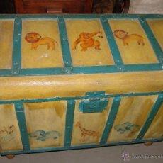 Antigüedades: GRACIOSO BAUL DE MADERA PINTADO. Lote 40715180
