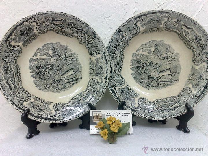 SIGLO XIX-XX.- PAREJA DE PLATOS EN LOZA, CON DECORACIÓN CINEGETICA DE ESTILO INGLES. (Antigüedades - Porcelanas y Cerámicas - Cartagena)