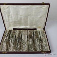 Antigüedades: SET DE 11 CUCHILLOS DE POSTRE EN METAL PLATEADO, EN SU ESTUCHE ORIGINAL. Lote 40766145