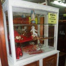 Antigüedades: VITRINA DE CASTAÑO EN DECAPE. Lote 40767730