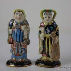 Antigüedades: PAREJA DE DIVINIDADES CHINAS EN PORCELANA CHINA ESMALTADA Y FINAMENTE POLICROMADA A MANO, FIN S. XIX. Lote 40780352
