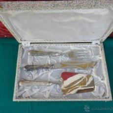 Antigüedades: CONJUNTO DE ESPATULA Y TRINCHADOR CON MANGO DE PLATA. Lote 150337360