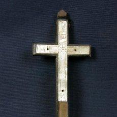 Antigüedades: CRUZ DE NÁCAR Y MADERA OLIVO RECUERDO JERUSALÉN SIGLO XIX FALTA CRISTO ESCRITO JERUSALEM EN TRASERA. Lote 55079963