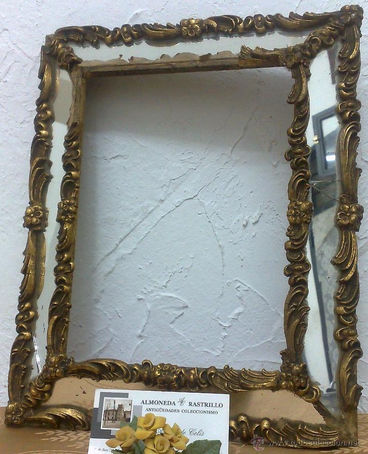 antiguo y pequeño marco en madera estucada y cr - Comprar Marcos ...