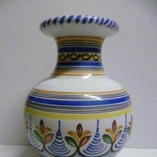 Antigüedades: BONITO JARRON DE CERAMICA DE 23 CM DE ALTO. PINTADO A MANO Y FIRMADO . Lote 40830431