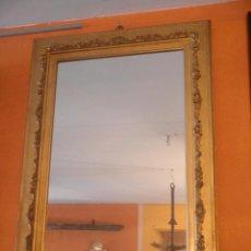 Antigüedades: ÁNTIGUO ESPEJO DORADO CON RELIEVE. Lote 40831974