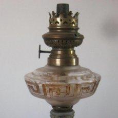 Antigüedades: ANTIGUO QUINQUE DE CALAMINA Y CRISTAL DE BONITO DISEÑO. Lote 40889128