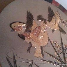 Antigüedades: PRECIOSO PLATO DE PORCELANA DECORADO CON METALES PRECIOSOS ORO Y PLATA .THE ART OF CHOKIN JAPÓN.. Lote 40935699