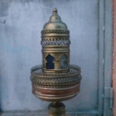 Antigüedades: ANTIGUA LAMPARA EN LATON, ELECTRIFICADA, CON CUPULA ESTILO ARABE. PRECIOSA. Lote 40944184