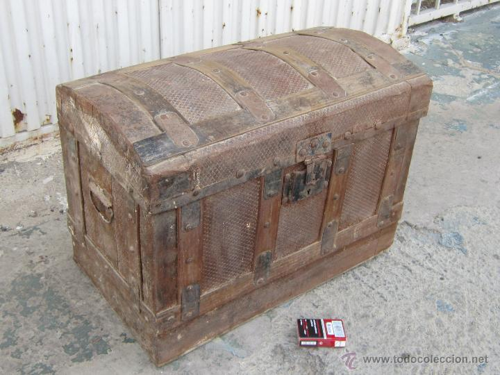 Baul cofre antiguo de madera y chapa comprar ba les - Baules antiguos de madera ...