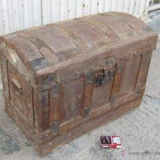 Antigüedades: BAUL - COFRE ANTIGUO DE MADERA Y CHAPA. Lote 40959403