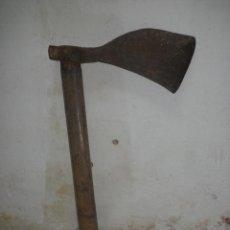 Antigüedades: HACHA - DECORACIÓN - ALTURA 46 CM. Lote 40959700