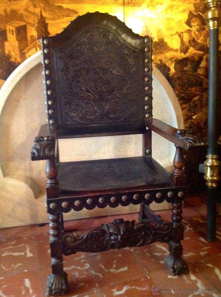 Antigüedades: Dos Sillones Frailero de Madera Cuero Tachas de Bronce siglo Luis XIII - Foto 2 - 40965056