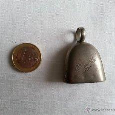 Antigüedades: ANTIGUO SONAJERO DE PLATA CON FORMA DE CAMPANA Y GRABADO BEBE.. Lote 41046858