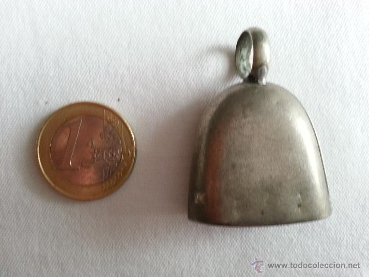 Antigüedades: ANTIGUO SONAJERO DE PLATA CON FORMA DE CAMPANA Y GRABADO BEBE. - Foto 2 - 41046858