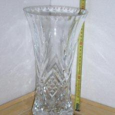 Antigüedades: JARRON DE CRISTAL TALLADO CON PIE DE PLATA. Lote 41064349