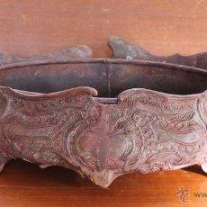 Antigüedades: MAGNIFICO CENTRO DE MESA DE BRONCE PATINA MARRON PESO 2.600 GR. Lote 52957389