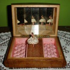 Antigüedades: ANTIGUA CAJA MUSICAL JOYERO CON MARQUETERIA P.P.S PASADO C. 1920. Lote 41078549