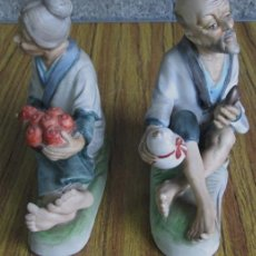 Antigüedades: PAREJA DE ANCIANOS - DE PORCELANA - PEGATINA MADE IN JAPAN. Lote 41084270