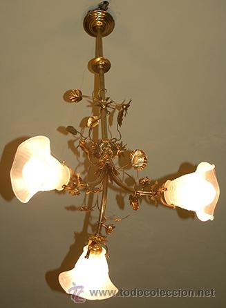 BONITA LAMPARA ANTIGUA - DE GAS - BRONCE , CINCELADO - 3 TULIPAS DE CRISTAL - FUNCIONA (Antigüedades - Iluminación - Lámparas Antiguas)