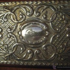 Antigüedades: PEQUEÑO JOYERO DE MADERA Y PLATA CON DOS CAJONES. 48 AÑOS DE ANTIGÜEDAD. ESTÁ GRABADO PERO SE PUEDE. Lote 41181707