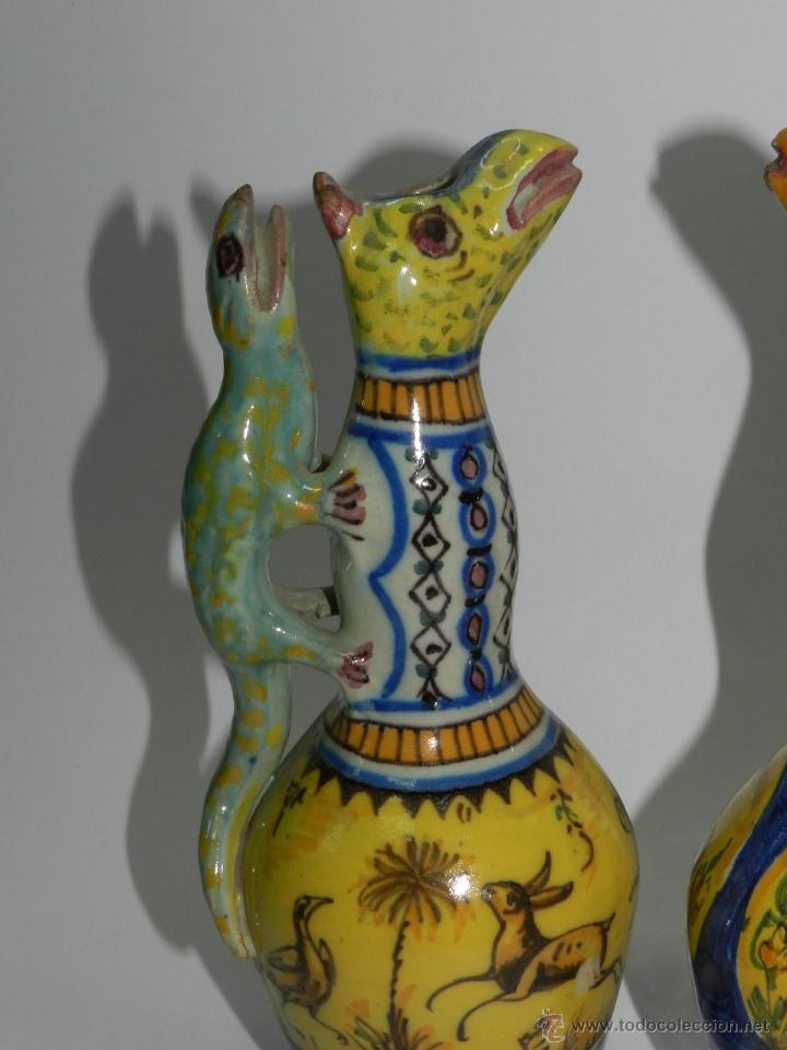 Antigüedades: ANTIGUA PAREJA DE JARRAS DE CERAMICA DE TRIANA SIGLO XIX CON ASAS DE SALAMANDRA, en muy buen estado - Foto 2 - 41203577