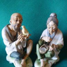 Antigüedades: DOS FIGURAS DE ANCIANOS CHINOS EN CERAMICA. Lote 41215024