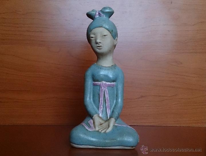 Antigüedades: Figura de Japonesa sentada en porcelna con acabados en gres, firmada y numerada de edicion limitada. - Foto 7 - 41237106