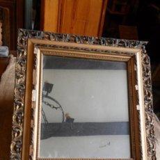 Antigüedades: ESPEJO CON MARCO DE MADERA TALLADO Y PAN DE ORO ANTIGUO. Lote 41254065